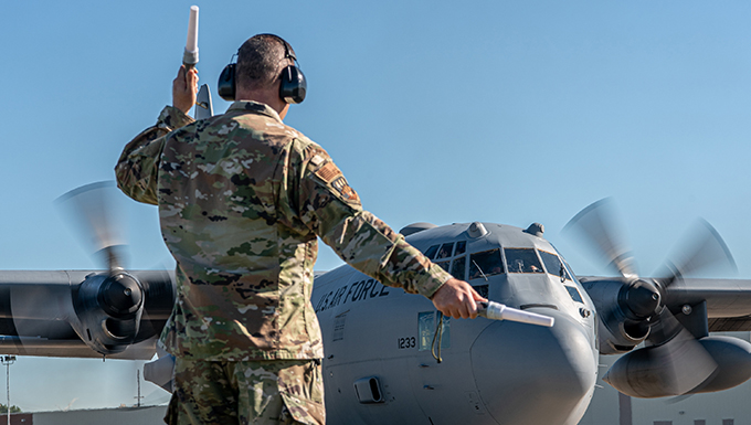 Last C-130H rolls down the stretch at Kentucky Air Guard